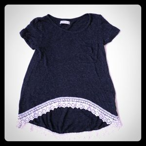 SUPER CUTE ABERCROMBIE AND FITCH HI-LOW SHIRT!!